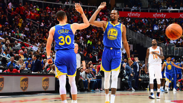 kd_and_steph_give_high_fives.jpg