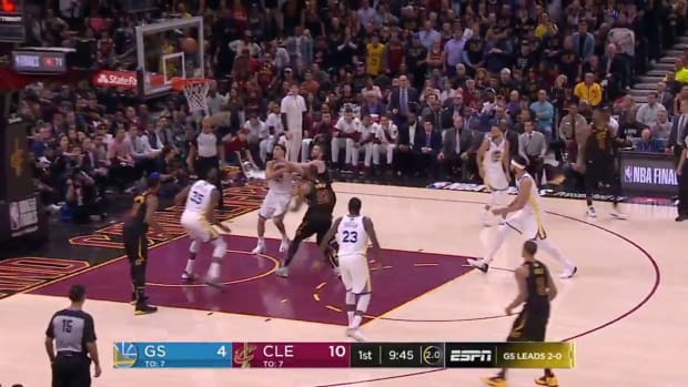 lebron-james-off-the-glass-alley-oop.jpg