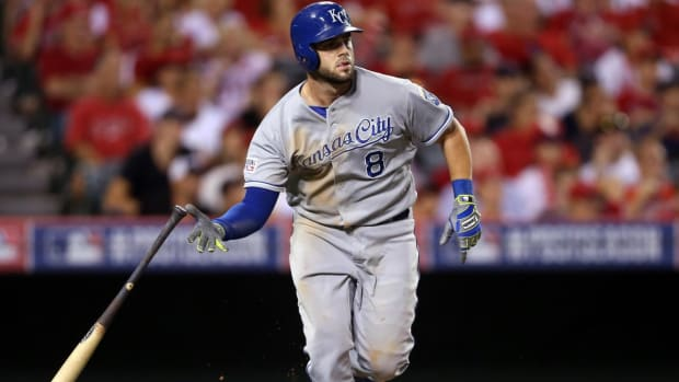 Brewers Acquire Royals Third Baseman Mike Moustakas--IMAGE