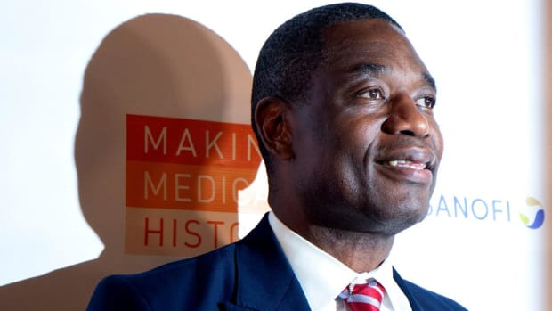 Dikembe Mutombo Flies Boy With Tumor From Africa to United States For Surgery - IMAGE