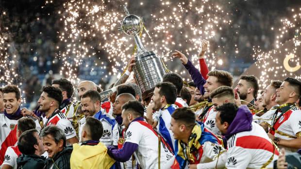 river-plate-wins-copa-libertadores-trophy-madrid.jpg