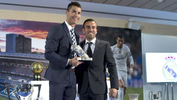 cristiano-ronaldo-celebrates-his-record-goal-scored-for-real-madrid-5b461e9e73f36c9f00000006.jpg