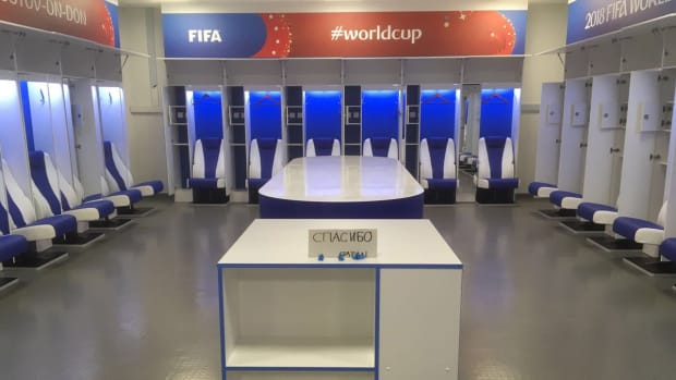 tuesday-hot-clicks-japan-world-cup-locker-room-fans-clean-stadium-belgium-loss-photos.jpeg