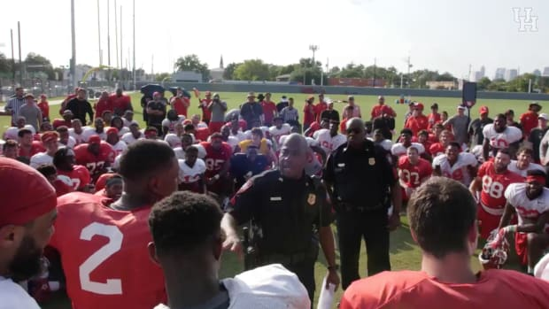 houston-cougars-major-applewhite-scholarship-surprise-police-video.png