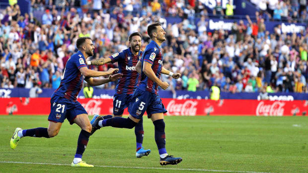 nemanja-radoja-levante-goal-barcelona