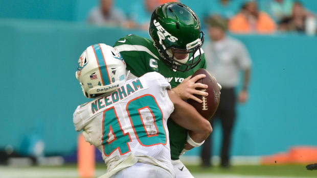 Jets QB Sam Darnold sacked in loss to Dolphins