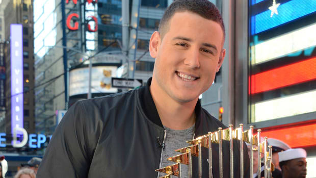anthony-rizzo-supports-kid-beat-into-a-coma.jpg