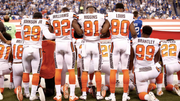 cleveland-browns-national-anthem-protest-kneel.png