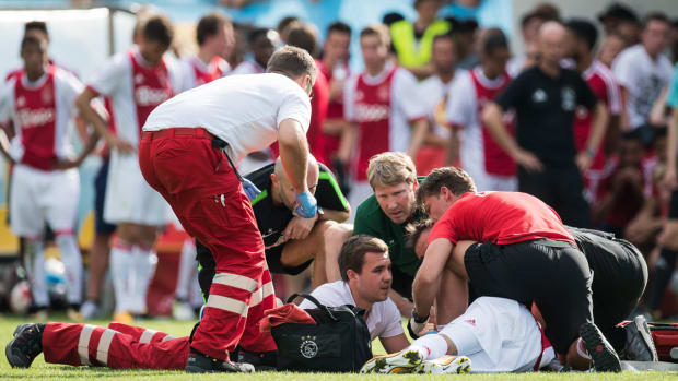 abdelhak-nouri-ajax-collapse.jpg