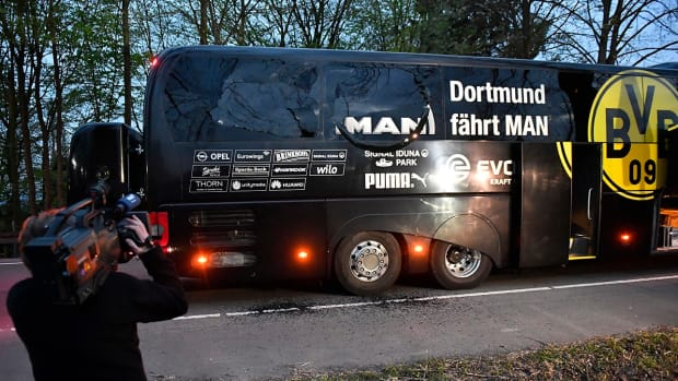 borussia-dortmund-bus-explosion-ap.jpg