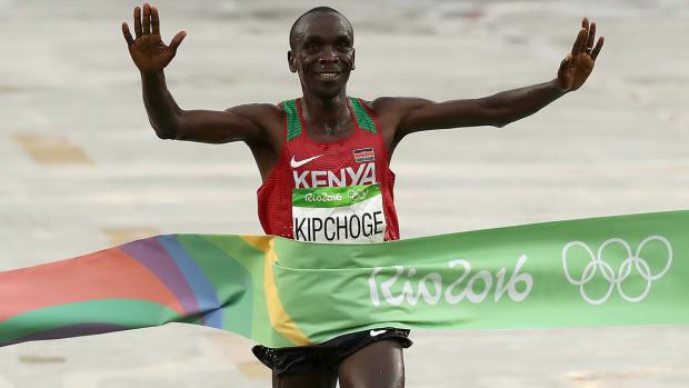 sub-two-marathon-Kipchoge-lead.jpg