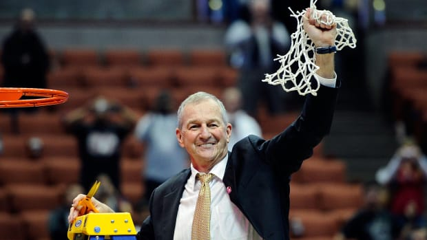 Jim Calhoun considering return to basketball