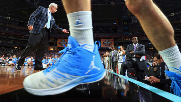 nike-adidas-under-armour-contracts-college-basketball.jpg