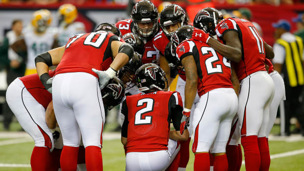 mmqb-falcons-huddle.jpg