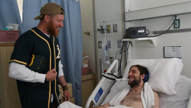 sean-doolittle-vets-topper.jpg