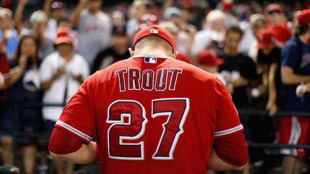 Mike Trout has torn ligament in left thumb--IMAGE