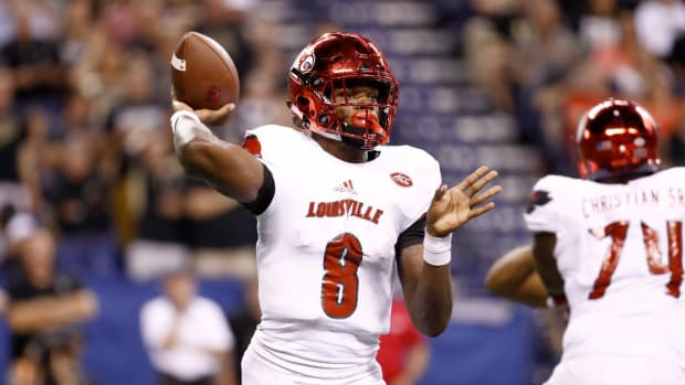 Lamar Jackson's Big Day Leads No. 17 Louisville Over UNC--IMAGE