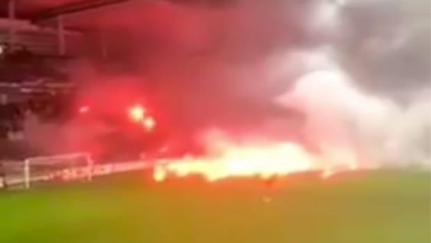 bosnia-fans-flares.png