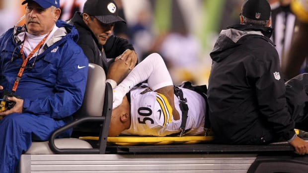 Steelers LB Ryan Shazier Won't Need Surgery After Back Injury - IMAGE