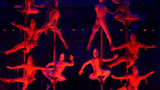 cirque-du-soleil-las-vegas-performers-nhl-1300.jpg