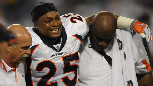 Former RB LenDale White Estimates He Suffered 20-30 Concussions During Career--IMAGE