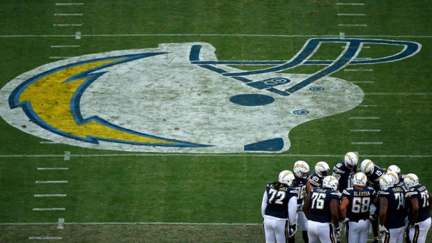san-diego-chargers-wide-huddle-photo.jpg