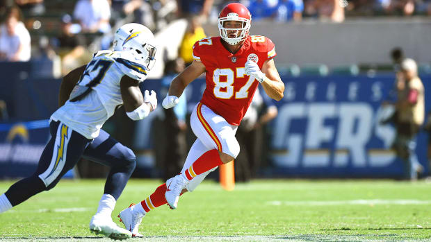 travis-kelce-kansas-city-chiefs-monday-night-football.jpg