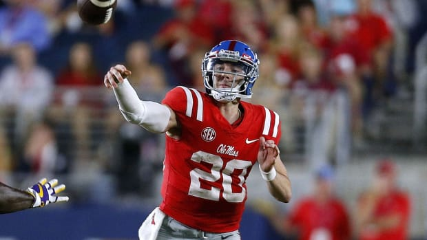 shea-patterson-ole-miss-knee-injury.jpg
