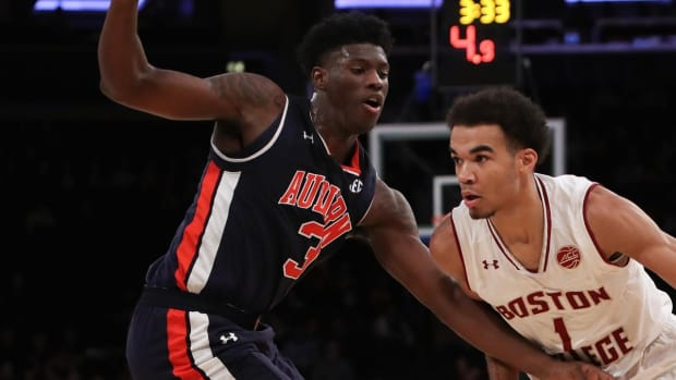 Two Auburn Basketball Players to Sit Indefinitely Amid Federal Probe--IMAGE