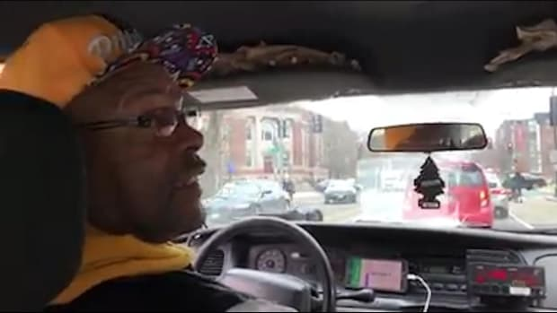 Cab driver says John Elway is greatest QB ever, has no idea he's in the back seat - IMAGE