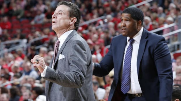 Two Louisville Basketball Assistants Put on Paid Leave - IMAGE