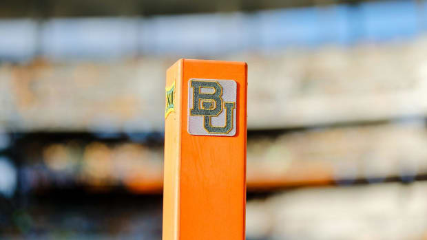 Baylor fires official for sending inappropriate text messages - IMAGE