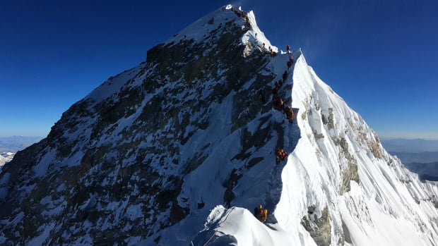 Everest climbers summit virtual reailty