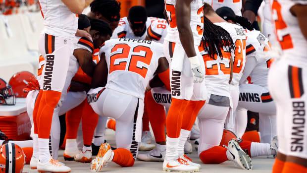browns-players-kneel-national-anthem-protest.jpg