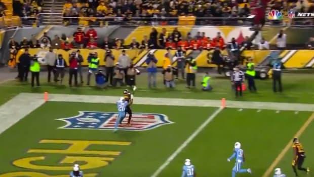 antonio-brown-one-hand-helmet-catch.jpg