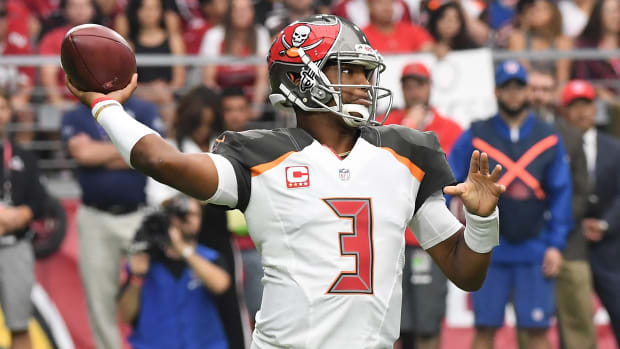 buccaneers-jameis-winston-shoulder-injury-update-start-bills.jpg