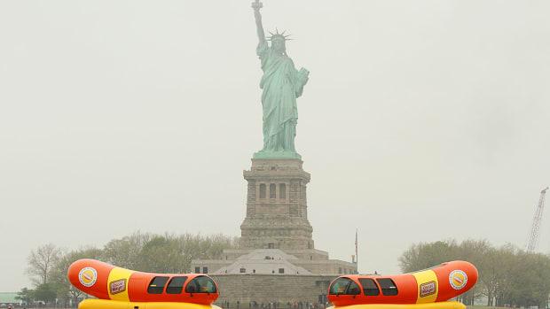 ode-to-hot-dog.jpg