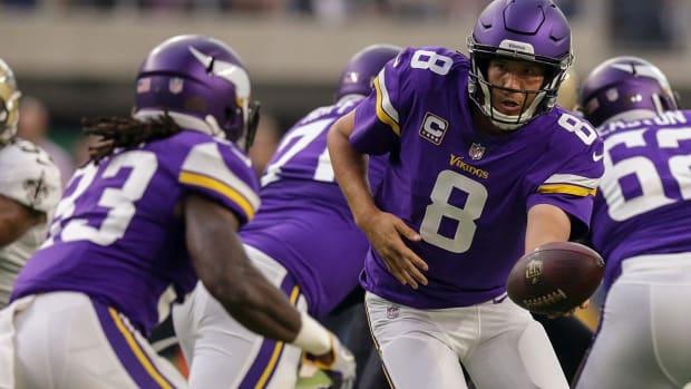Reports: Vikings' Sam Bradford Out vs. Bucs With Knee Injury - IMAGE