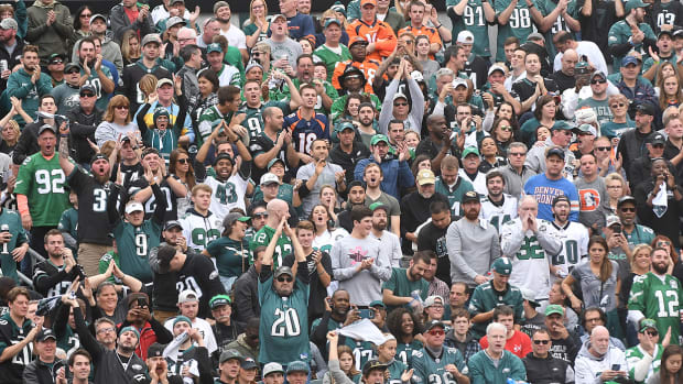 philly-eagles-broncos-fans.jpg