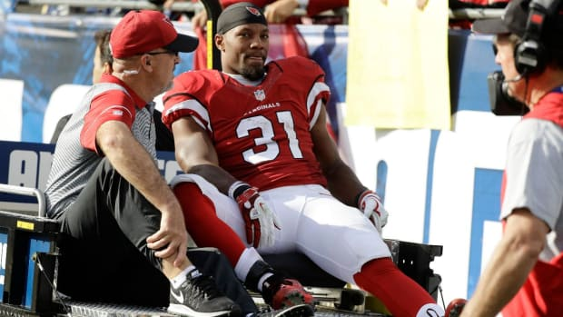 Cardinals RB David Johnson carted off with apparent knee injury - IMAGE