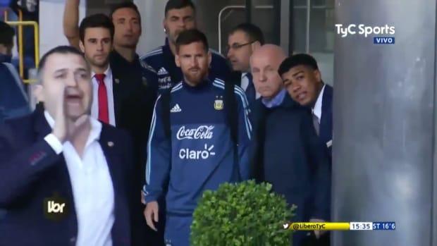 argentina-barcelona-lionel-messi-fan-photo-video.png