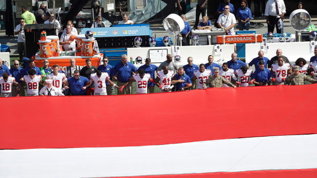 giants-player-protest.jpg