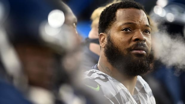 Seahawks' Michael Bennett Sits During National Anthem, Plans Protest All Season - IMAGE