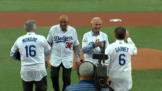 world-series-game-7-first-pitch-sandy-koufax-don-newcombe-video.png