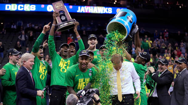 Oregon advances to first Final Four since 1939 with win over Kansas - IMAGE