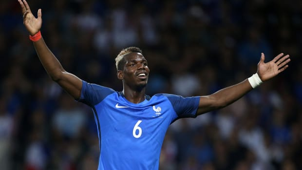 pogba_france_with_the_wide_arms.jpg