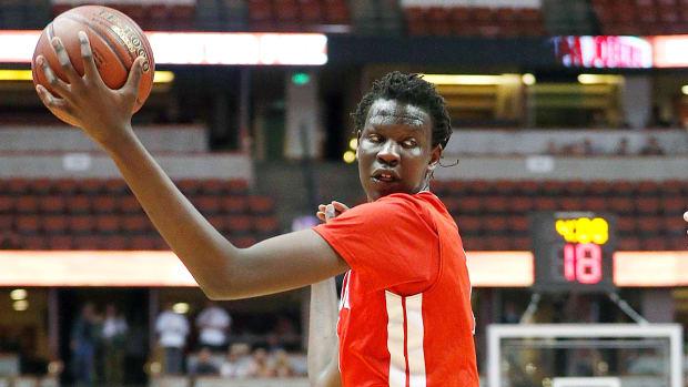 bol-bol-manute-son-basketball-recruiting.jpg