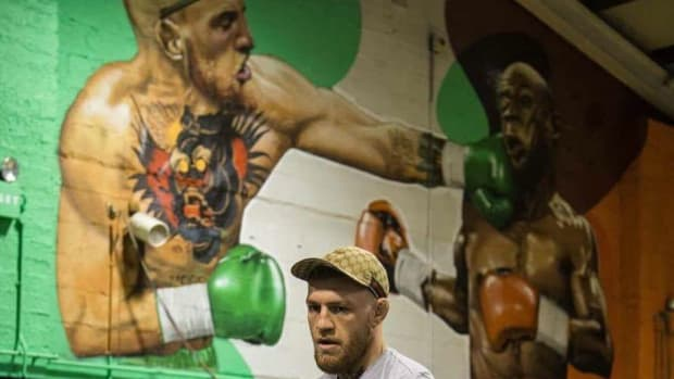 conor-mcgregor-floyd-mayweather-painting-gym-photo.jpg