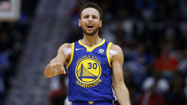Warriors' Steph Curry to Miss Christmas Day Game vs. Cavaliers - IMAGE