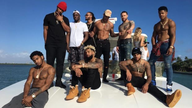 Eli Manning 'disappointed' receivers partied in Miami... because they were shirtless - IMAGE